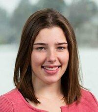 Carina Baierl ist Ihre Ansprechpartnerin in der Abteilung Auftragsbearbeitung.