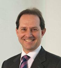 Sergio Rossi ist Gebietsverkaufsleiter für aktive Bauteile in Italien.