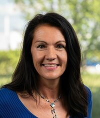 Monika Emeresz ist Marketing Managerin.