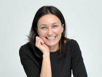 Monika Werner ist Rezeptionistin beim Empfang.