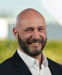 Peter Degenhart ist Verkaufsingenieur.